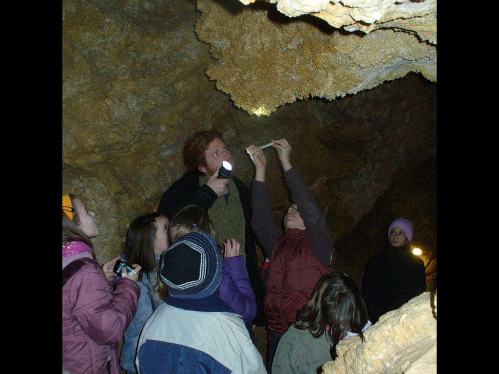 szuletesnap-barlangban